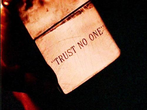 TRUST NO ONE プロフ画像